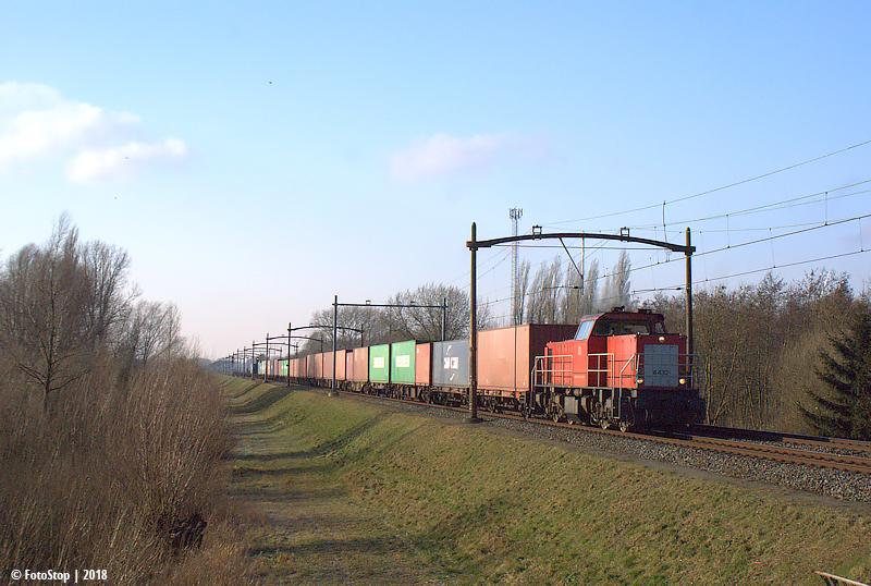 DBC 6432 met een lege containertrein wieldrechtse zeedijk